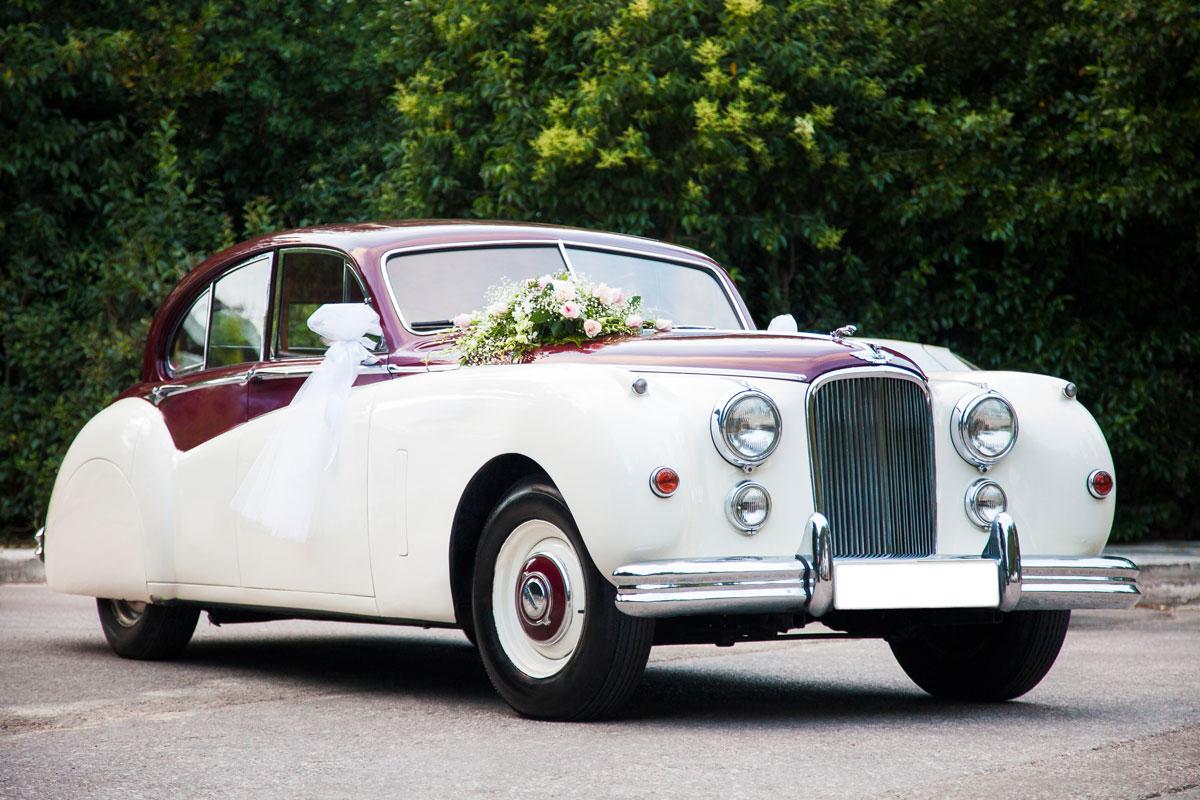 Samochód vintagr na ślub z kierowcą