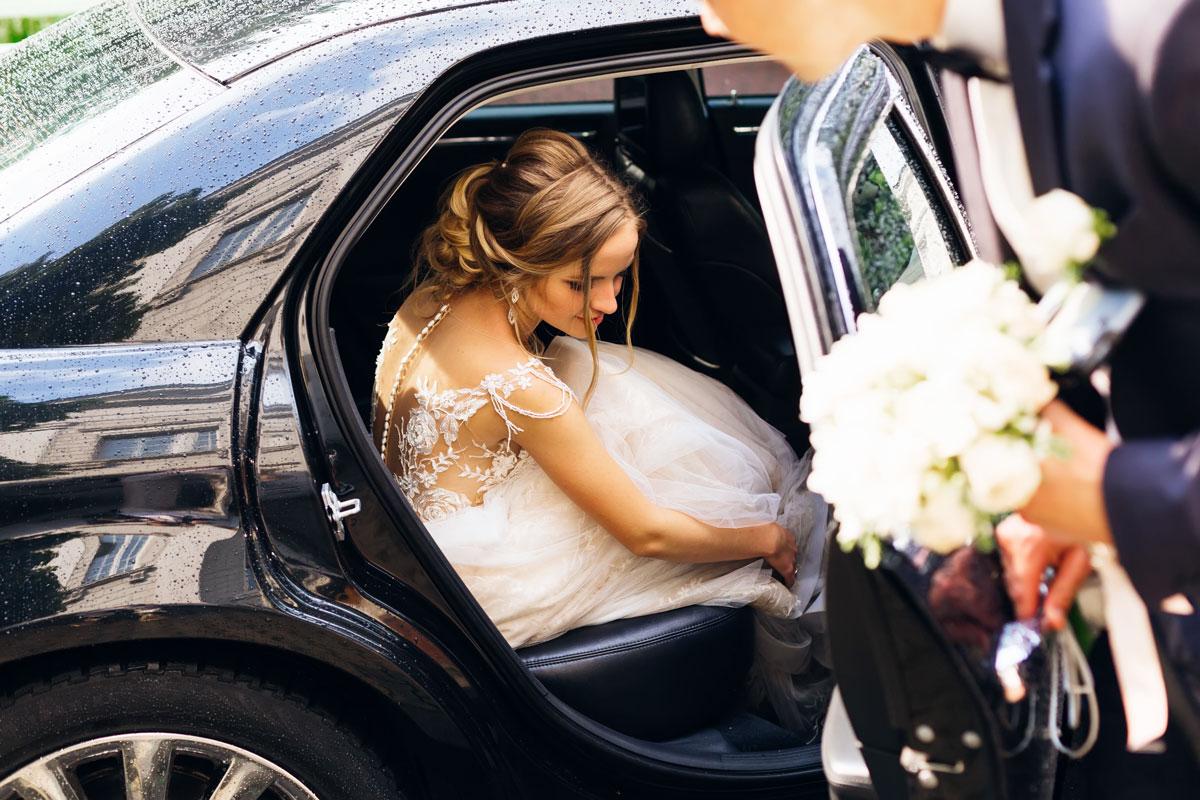 Samochód z kierowcą na ślub